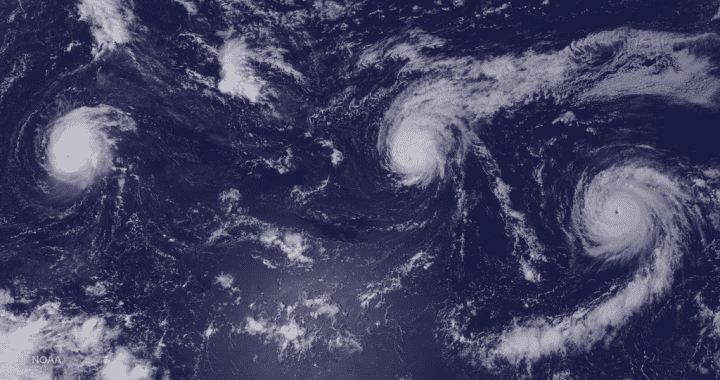 1024px-Hurricanes_Kilo,_Ignacio_and_Jimena_Surround_Hawaii_(21047744011)